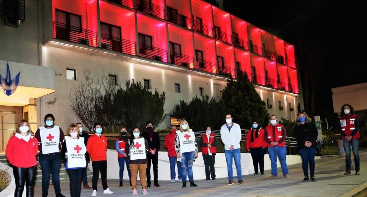 La Legislatura con luces rojas por aniversario la Cruz Roja San Juan