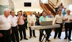 El vicegobernador Marcelo Lima junto a los integrantes del grupo Los Puneños.