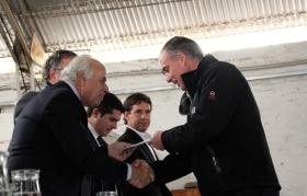 El vicegobernador Marcelo Lima presente en la presentación de la trilladora de semillas y entrega de créditos al sector agrícola.